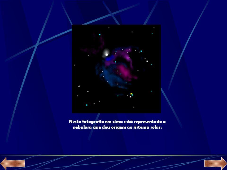 Nesta fotografia em cima está representado a nebulosa que deu origem ao sistema solar.