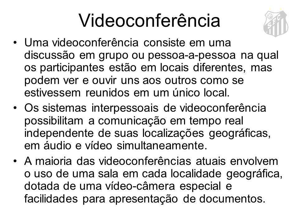 Videoconferência Uma videoconferência consiste em uma discussão em grupo ou pessoa-a-pessoa na qual os participantes estão em locais diferentes, mas p