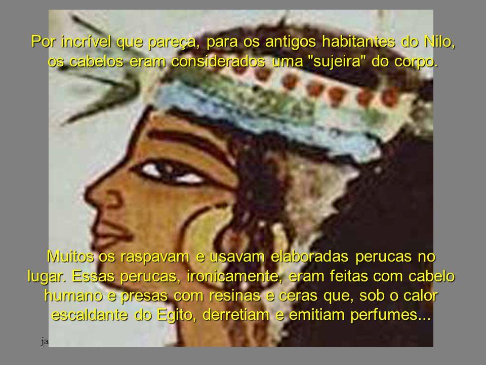 janeiro - 2201Carinho - Adilson Muitos os raspavam e usavam elaboradas perucas no lugar.