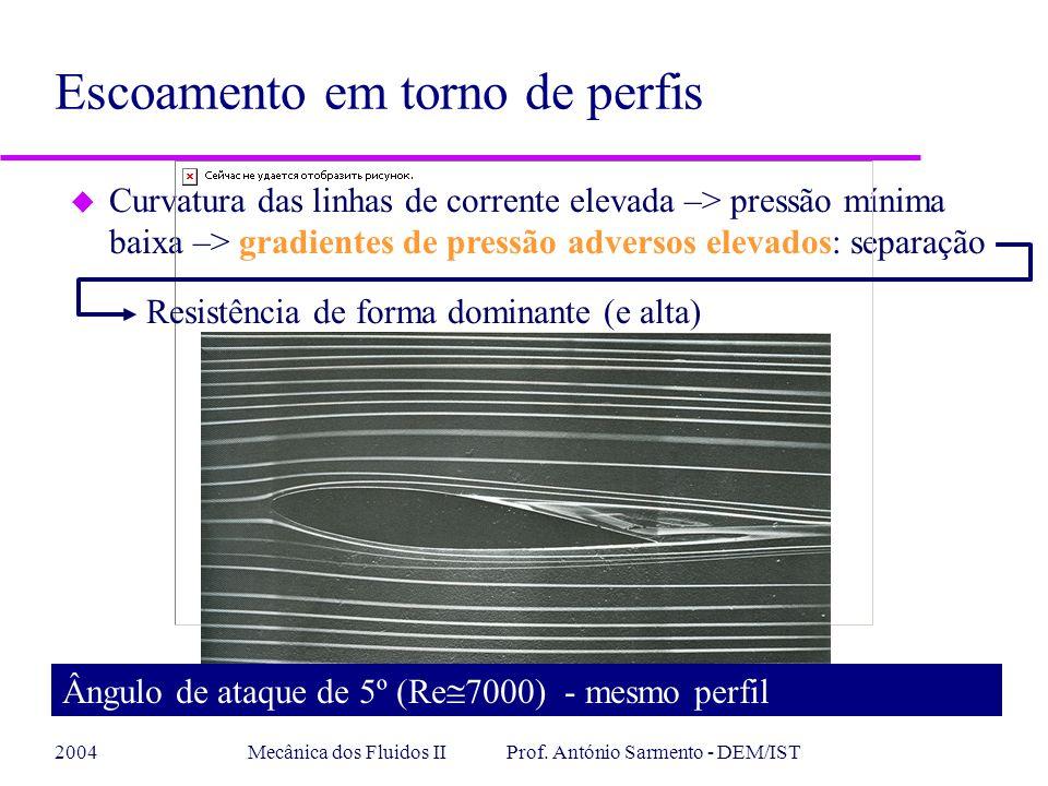 2004Mecânica dos Fluidos II Prof. António Sarmento - DEM/IST u Curvatura das linhas de corrente elevada –> pressão mínima baixa –> gradientes de press