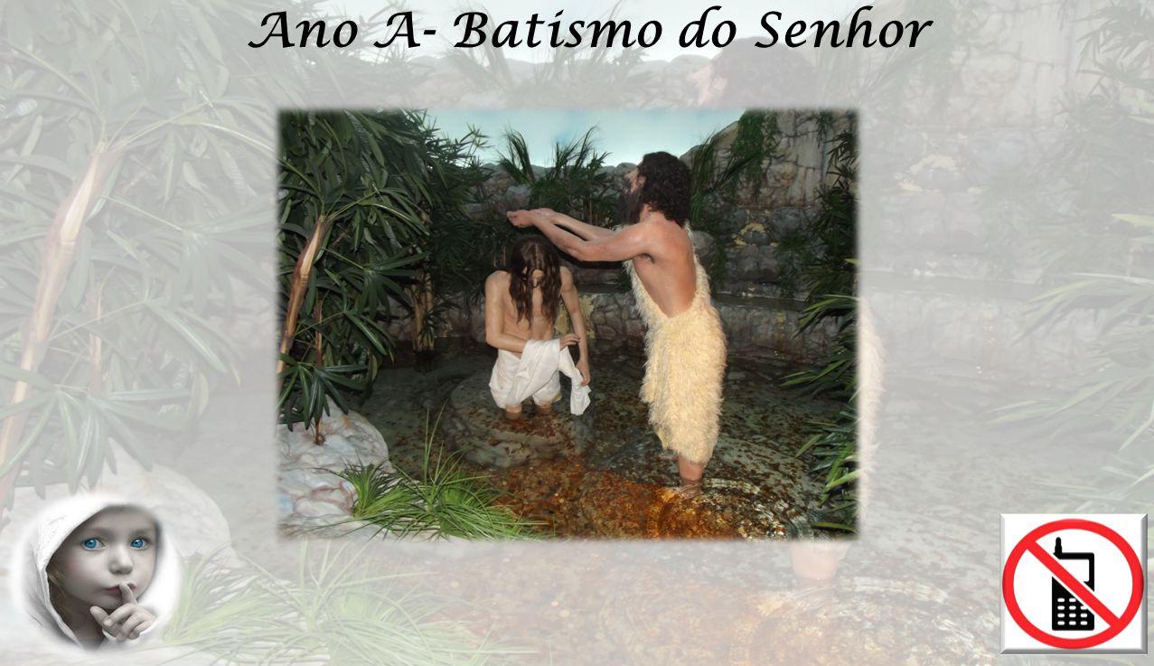 EVANGELHO Mt 3, 13-17 Logo que Jesus foi batizado, saiu da água.