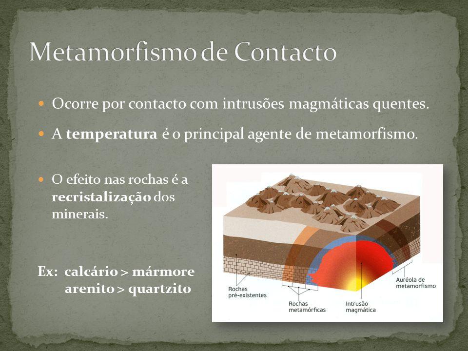 O efeito nas rochas é a recristalização dos minerais. Ex: calcário > mármore arenito > quartzito Ocorre por contacto com intrusões magmáticas quentes.