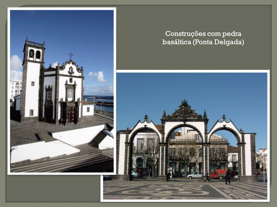 Construções com pedra basáltica (Ponta Delgada)
