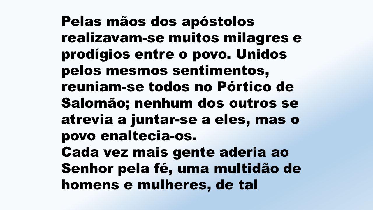 Pelas mãos dos apóstolos realizavam-se muitos milagres e prodígios entre o povo.