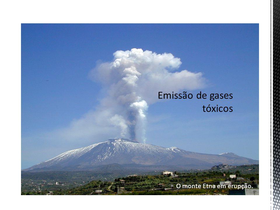 O monte Etna em erupção.
