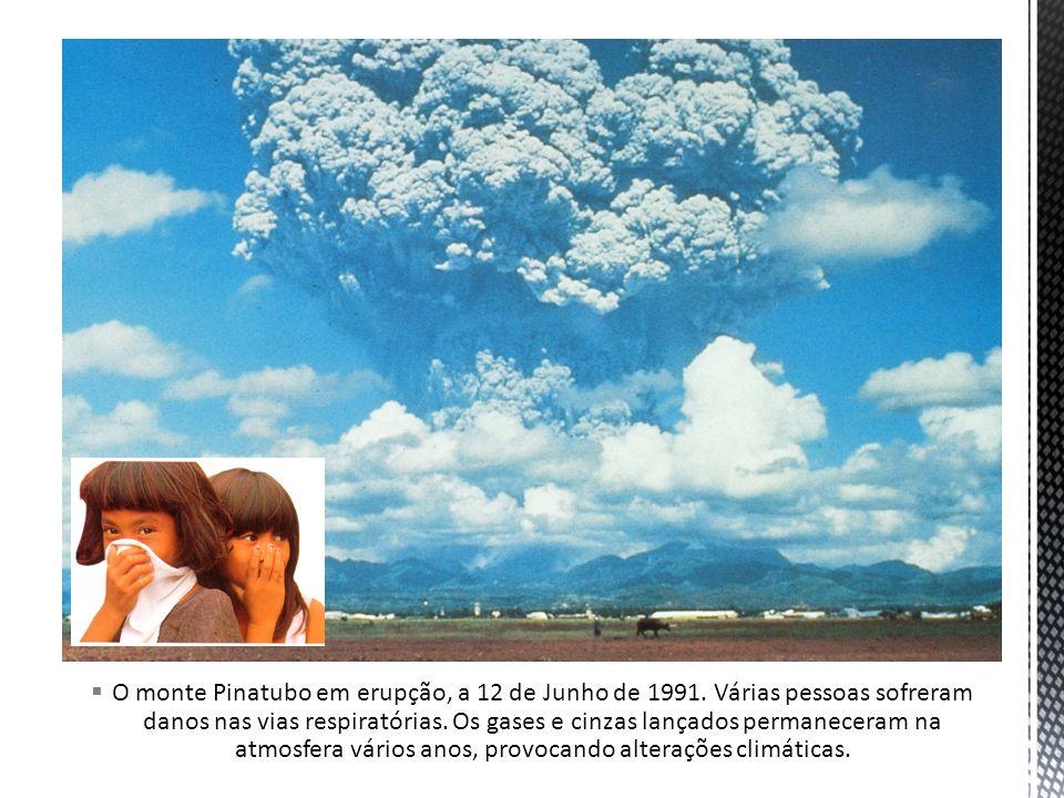 O monte Pinatubo em erupção, a 12 de Junho de 1991. Várias pessoas sofreram danos nas vias respiratórias. Os gases e cinzas lançados permaneceram na a