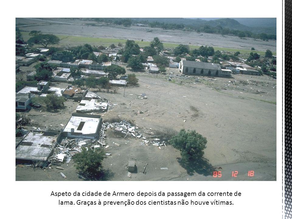 Aspeto da cidade de Armero depois da passagem da corrente de lama. Graças à prevenção dos cientistas não houve vítimas.