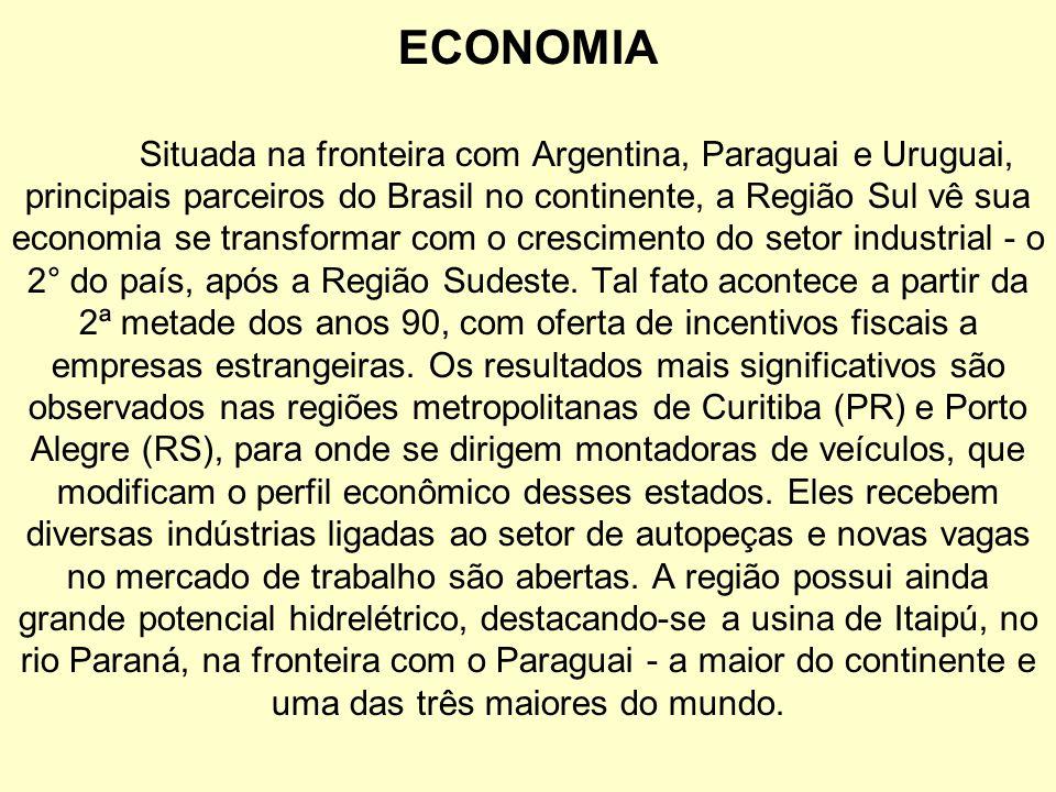 ECONOMIA Situada na fronteira com Argentina, Paraguai e Uruguai, principais parceiros do Brasil no continente, a Região Sul vê sua economia se transfo