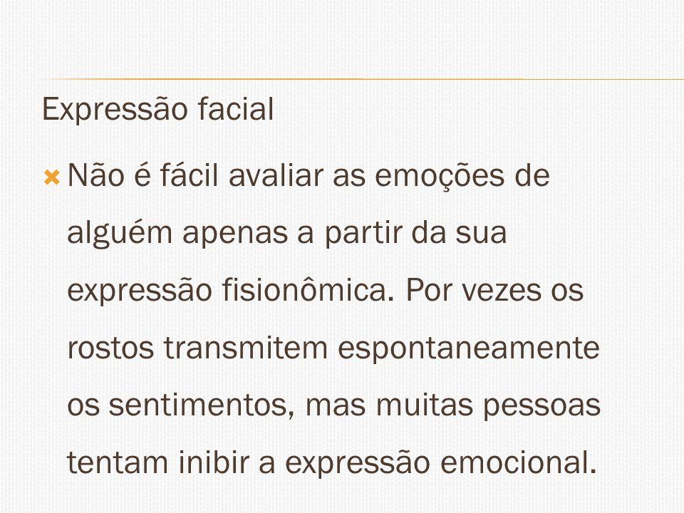 Expressão facial Não é fácil avaliar as emoções de alguém apenas a partir da sua expressão fisionômica. Por vezes os rostos transmitem espontaneamente