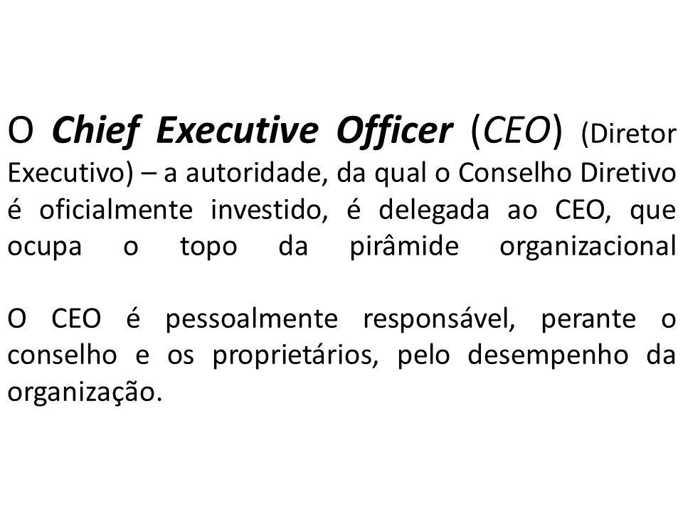 O Chief Executive Officer (CEO) (Diretor Executivo) – a autoridade, da qual o Conselho Diretivo é oficialmente investido, é delegada ao CEO, que ocupa o topo da pirâmide organizacional O CEO é pessoalmente responsável, perante o conselho e os proprietários, pelo desempenho da organização.