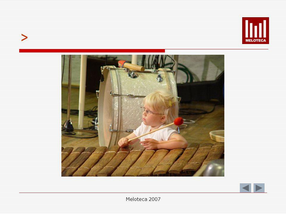 Meloteca 2007 » interpreta obras musicais que interliguem diferentes formas de arte; apresenta e interpreta publicamente, na escola e/ou comunidade, obras vocais e instrumentais.