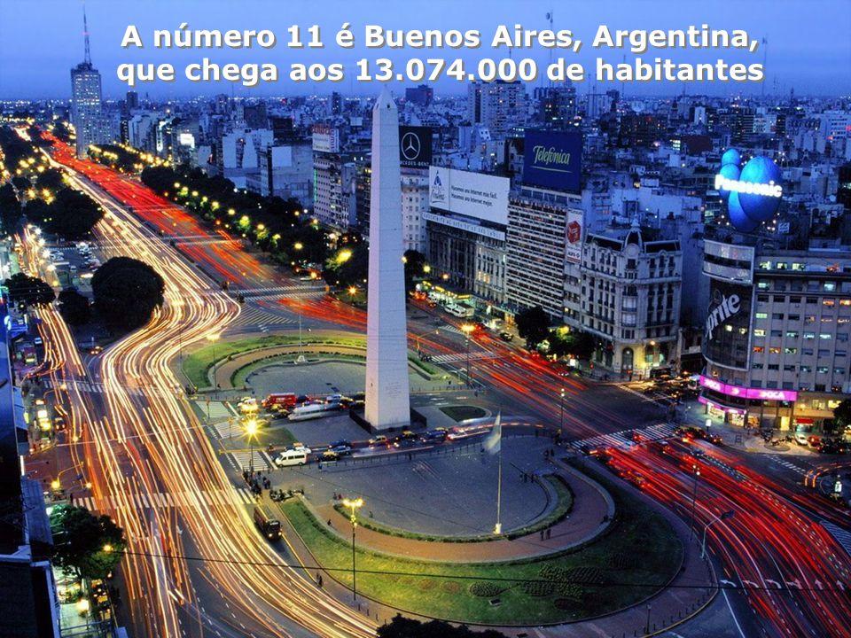 No número 12 está Los Ângeles, com 12.762.000 de habitantes em sua área metropolitana