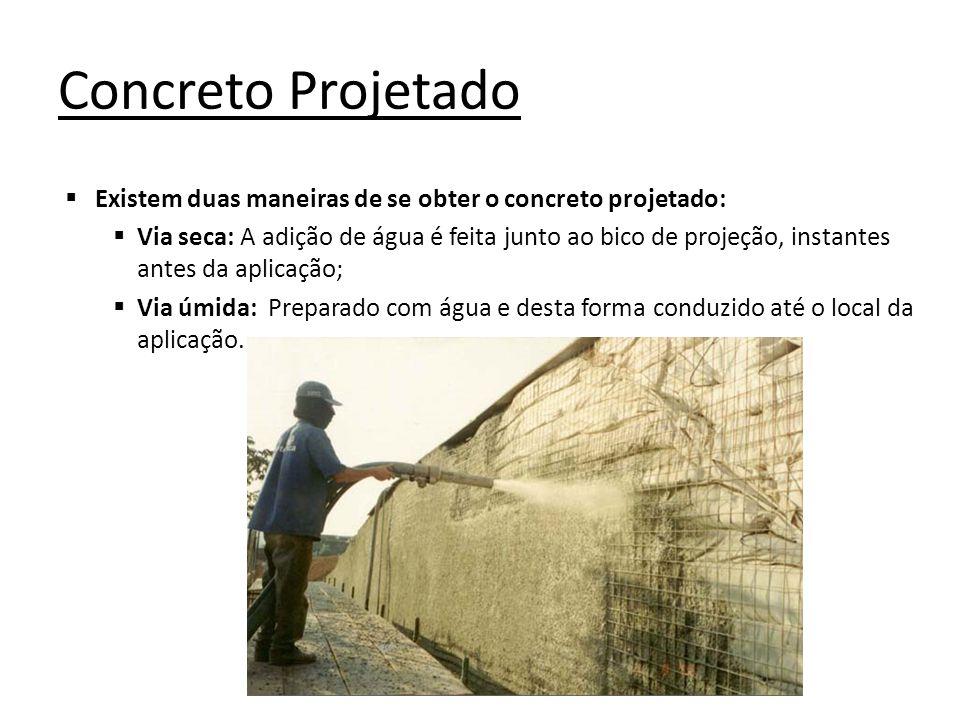 Concreto Projetado Existem duas maneiras de se obter o concreto projetado: Via seca: A adição de água é feita junto ao bico de projeção, instantes ant