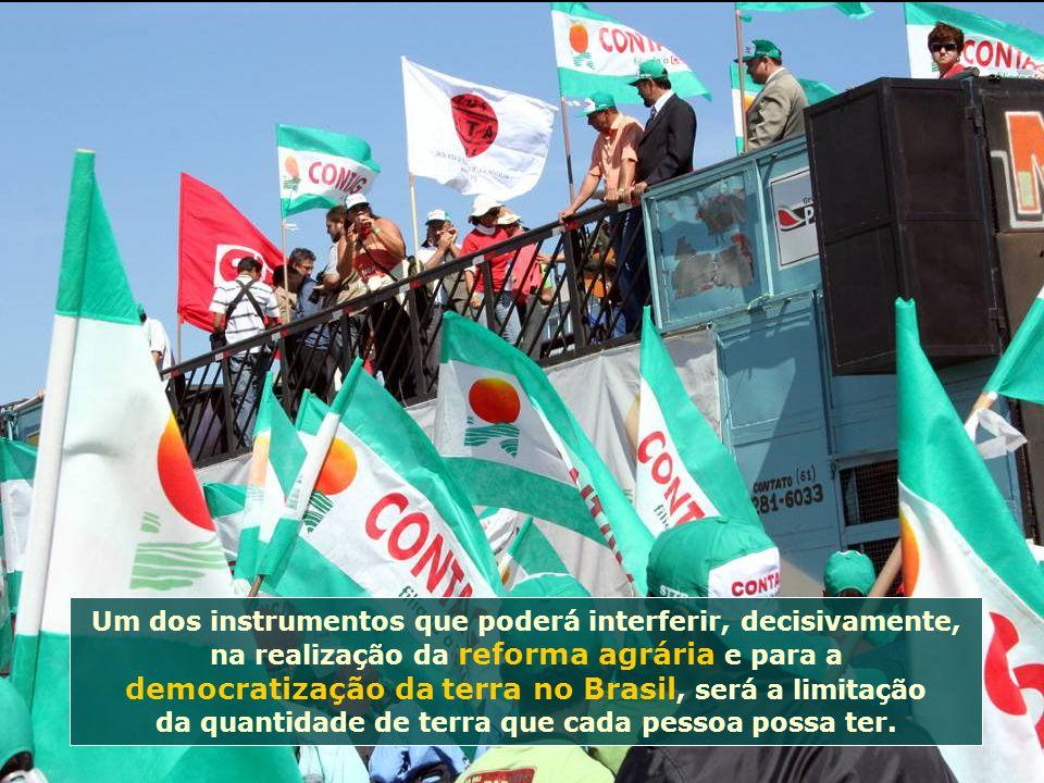 Um dos instrumentos que poderá interferir, decisivamente, na realização da reforma agrária e para a democratização da terra no Brasil, será a limitação da quantidade de terra que cada pessoa possa ter.
