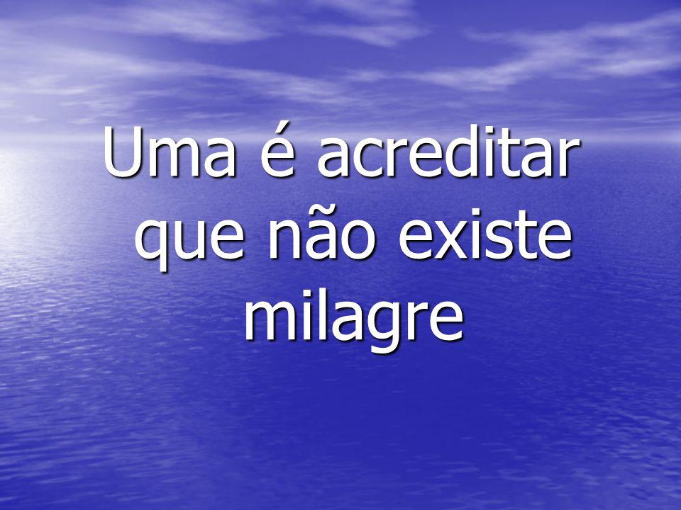 A outra é acreditar que todas as coisas são milagres A outra é acreditar que todas as coisas são milagres