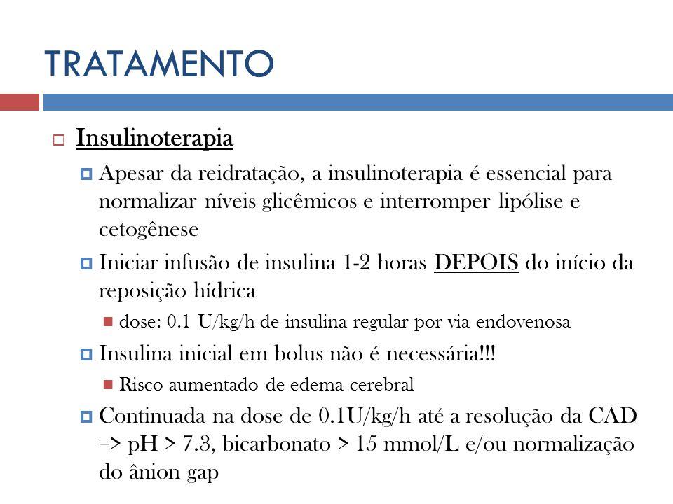 TRATAMENTO Insulinoterapia Apesar da reidratação, a insulinoterapia é essencial para normalizar níveis glicêmicos e interromper lipólise e cetogênese