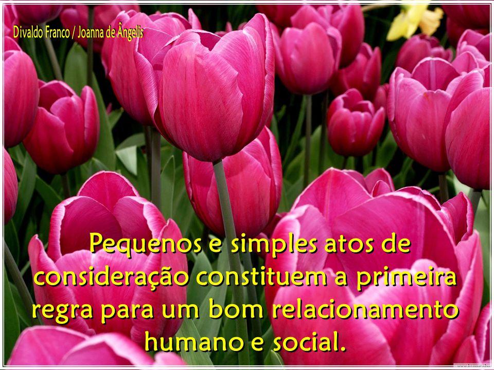 A pessoa que vive bem com as demais, conseguiu desenvolver um espírito de cooperação, grande naturalidade em dar como em receber.