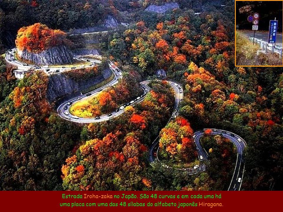 As Estradas Mais Incríveis do Mundo Música: The Long and Winding Road By Ney Deluiz Cantam: The Beatles Ligue o Som Estrada nas montanhas de Jebel Haf