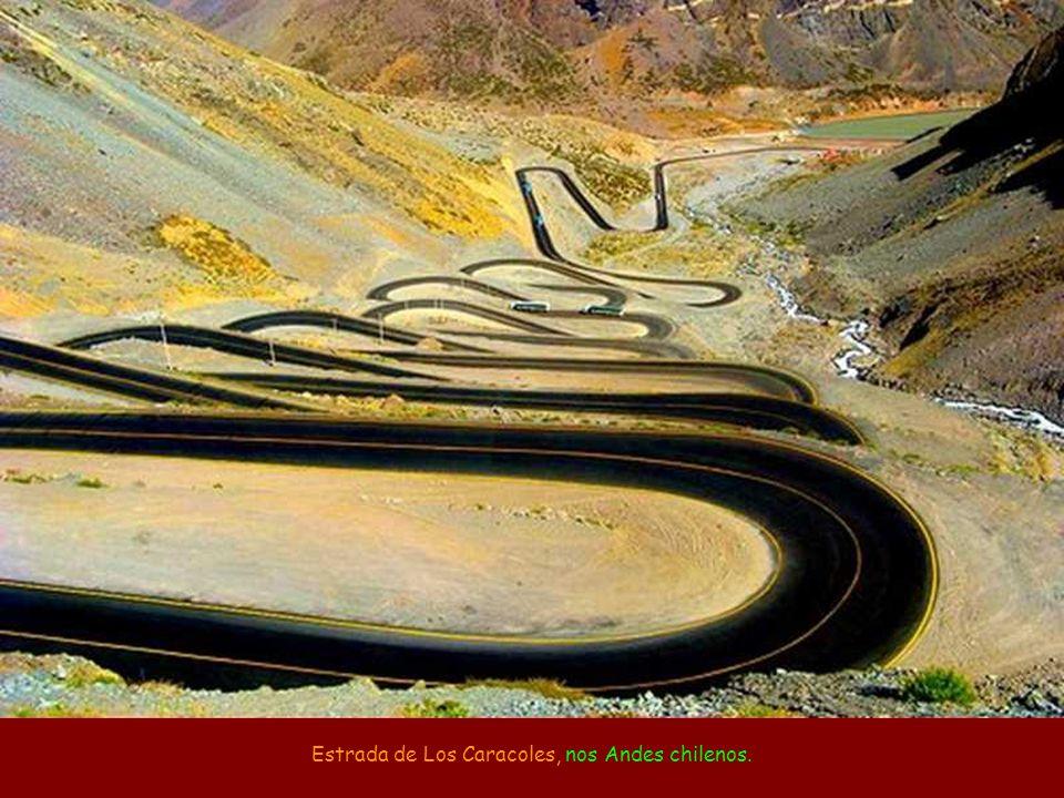Estrada de Los Caracoles, nos Andes chilenos.