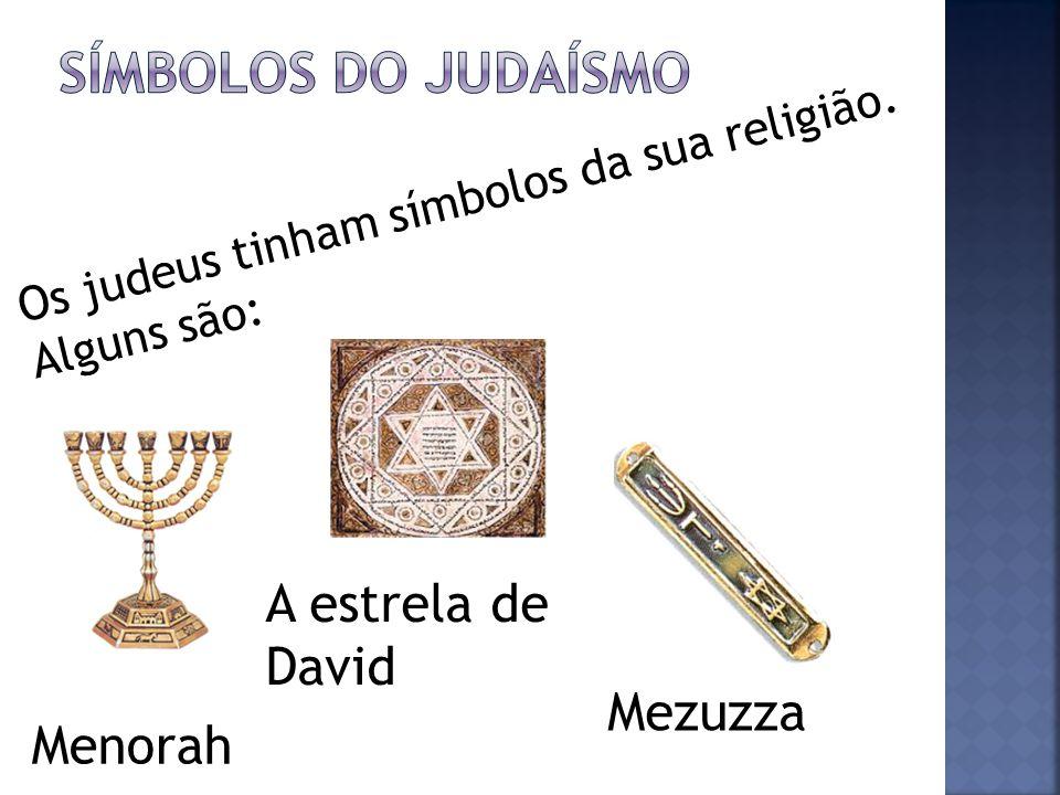 Os judeus tinham símbolos da sua religião. Alguns são: A estrela de David Menorah Mezuzza
