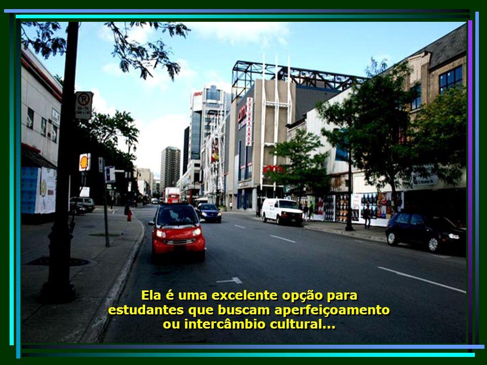É uma das cidades com a população mais bem educada do mundo, possuindo a maior concentração de estudantes universitários per-capita da América do Norte...