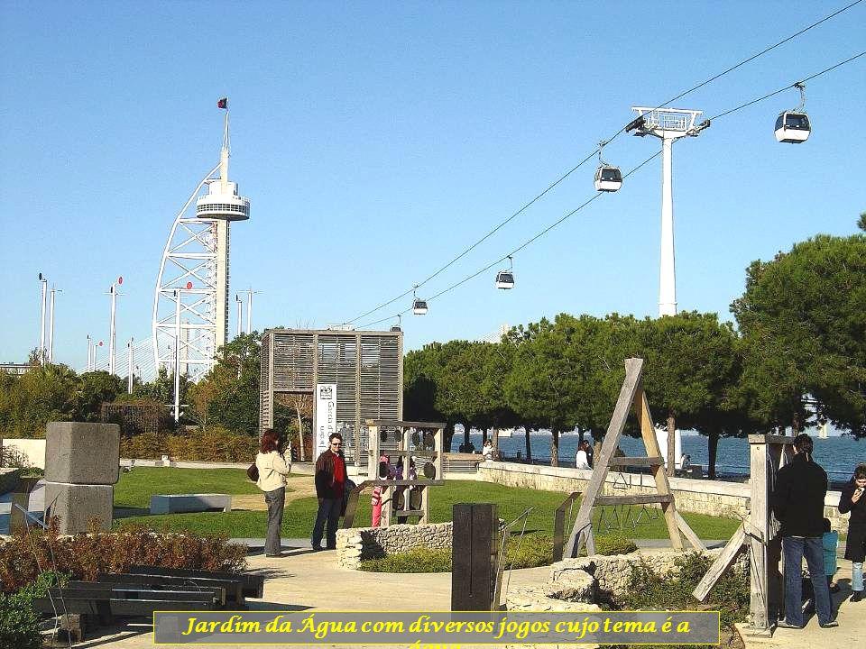 Torre da Galp, a lembrar os antigos Estaleiros Petrolíferos que existiam neste local antes da EXPO98.