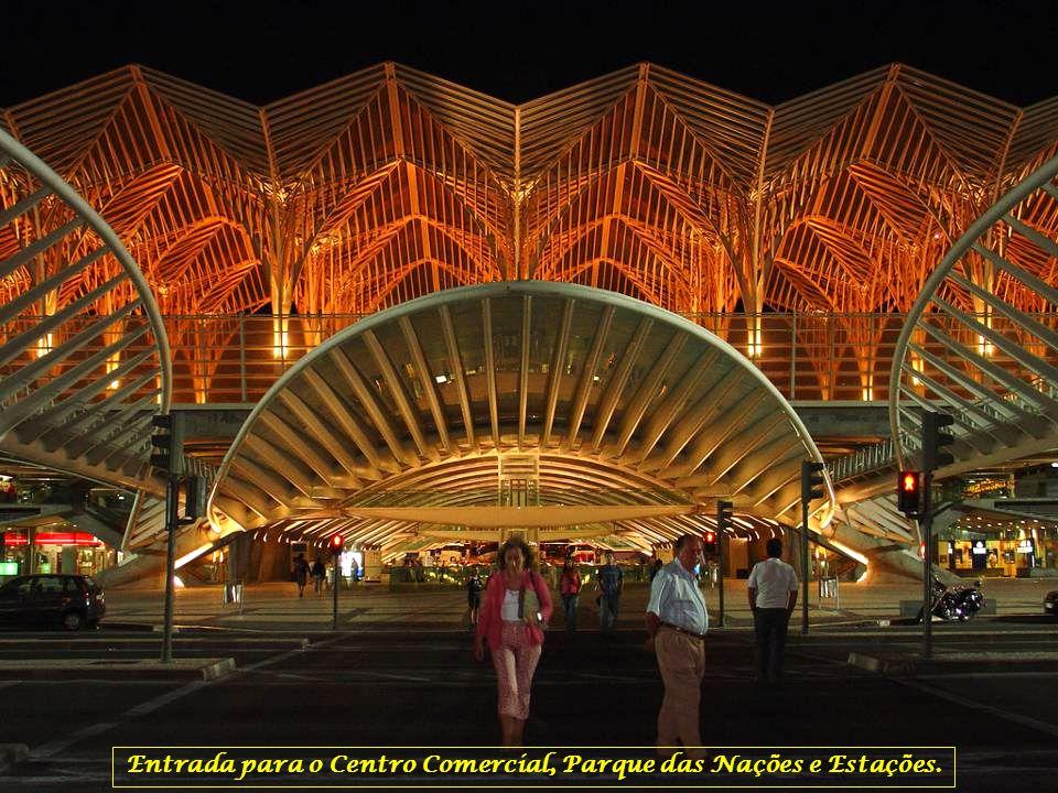 Gare do Oriente, um exemplo da arquitectura presente no Parque das Nações. As abóbadas das plataformas da Gare, da autoria do arquitecto espanhol Sant