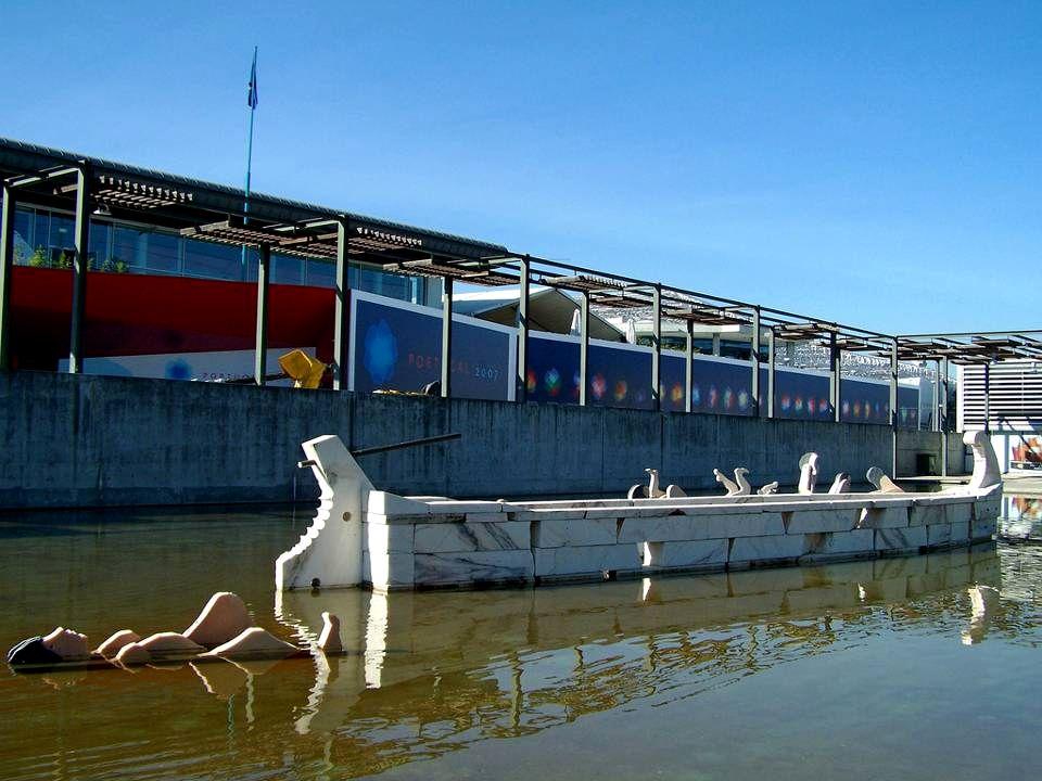 Lago com Esculturas de João Cutileiro Tágides do Tejo.