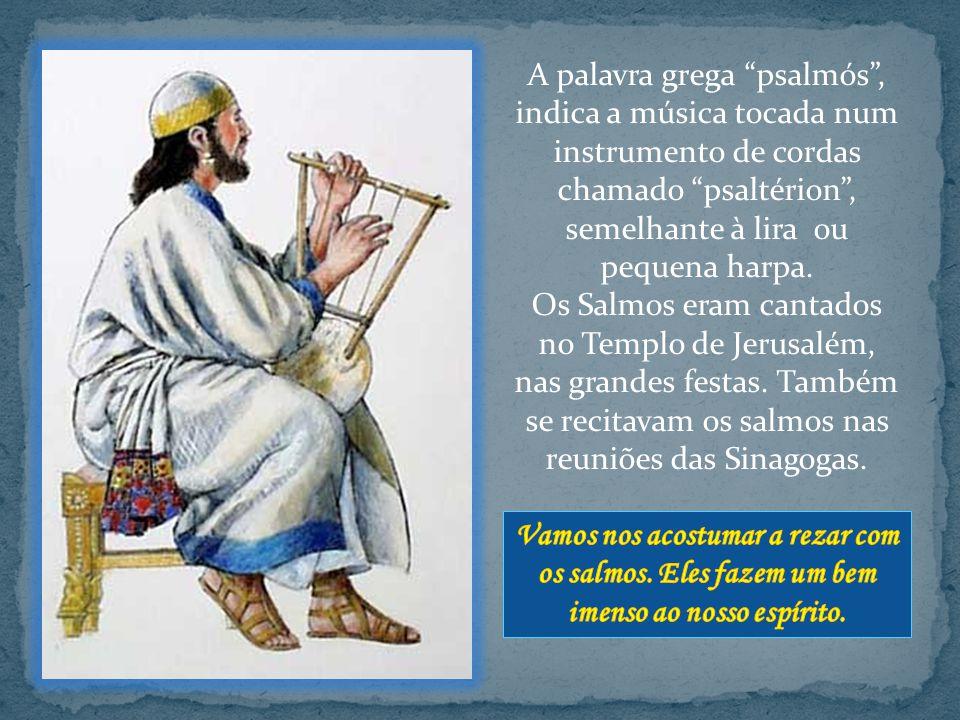 A palavra grega psalmós, indica a música tocada num instrumento de cordas chamado psaltérion, semelhante à lira ou pequena harpa.