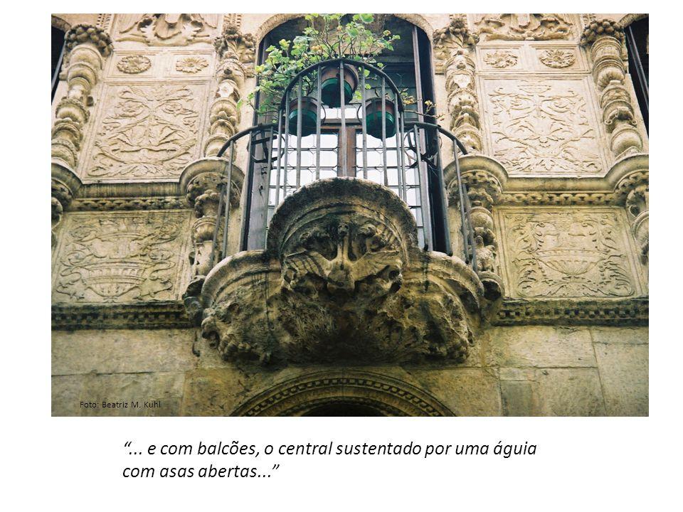 ... e com balcões, o central sustentado por uma águia com asas abertas... Foto: Beatriz M. Kuhl