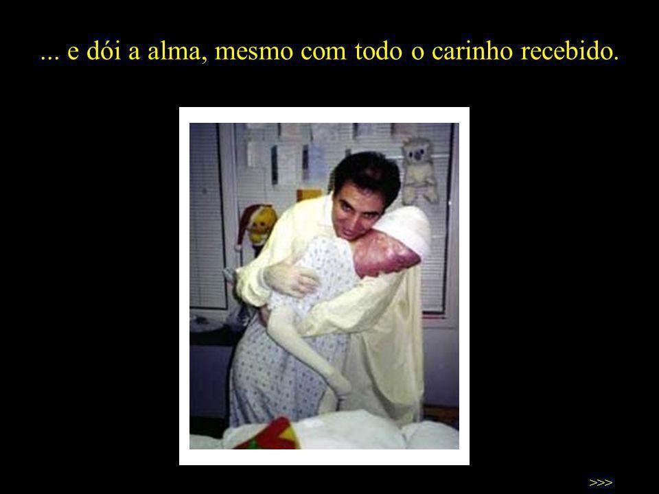 Dói o corpo, apesar de toda ajuda que recebo do meu pai e de todas as pessoas... >>>