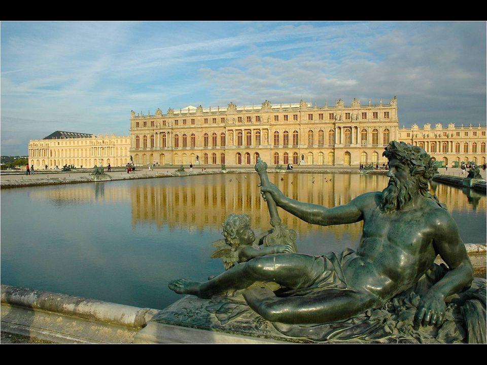 Todo aquele que viaja a París não pode passar sem reservar um dia para dedicar-se a admirar a grandeza, majestuosidade e beleza do Palácio de Versalle