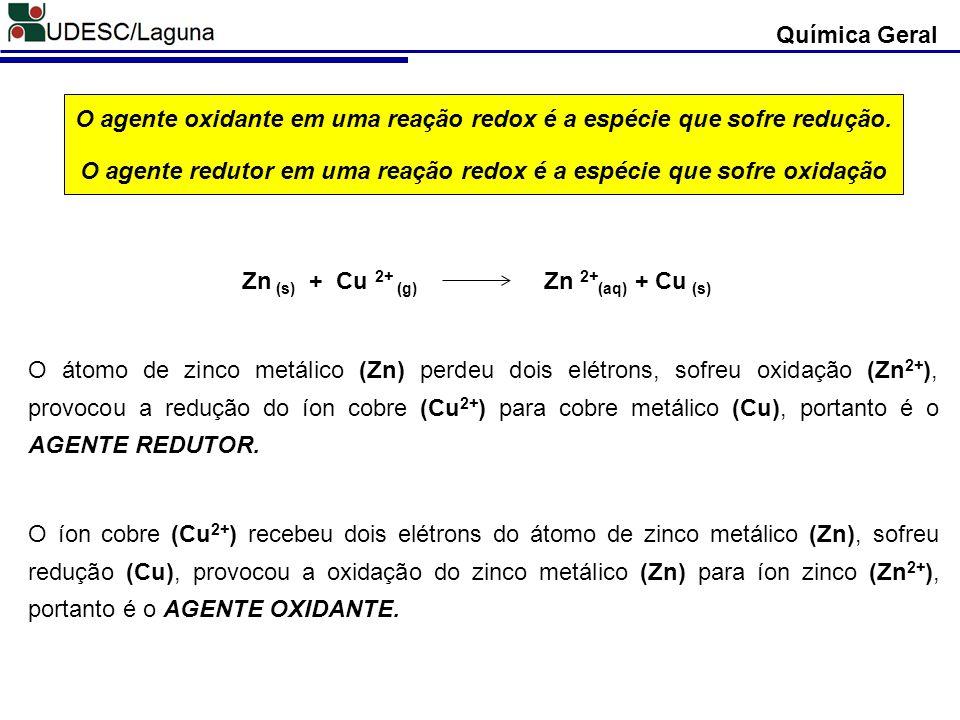 Química Geral O agente oxidante em uma reação redox é a espécie que sofre redução. O agente redutor em uma reação redox é a espécie que sofre oxidação