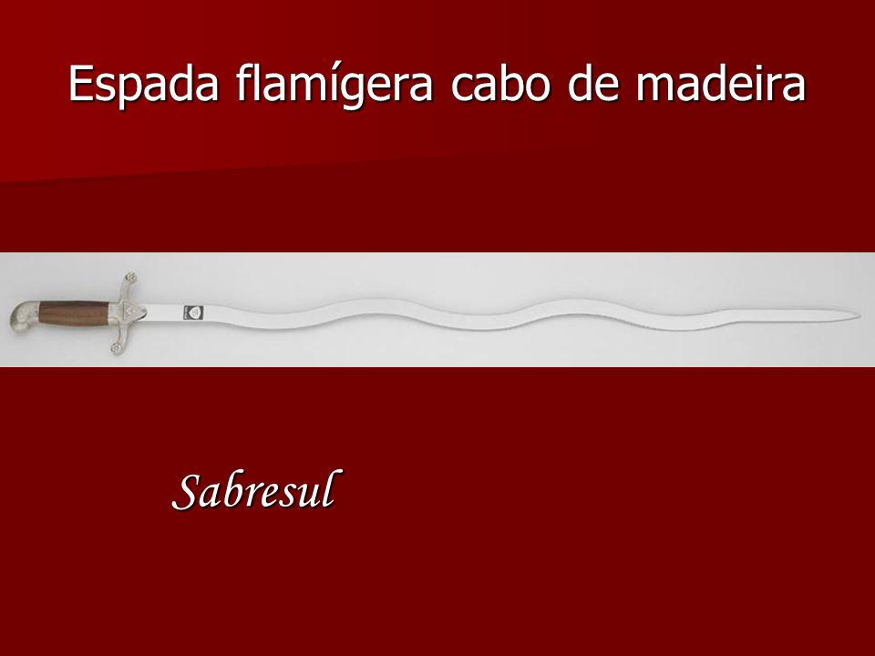 Espada flamígera cabo de madeira Sabresul