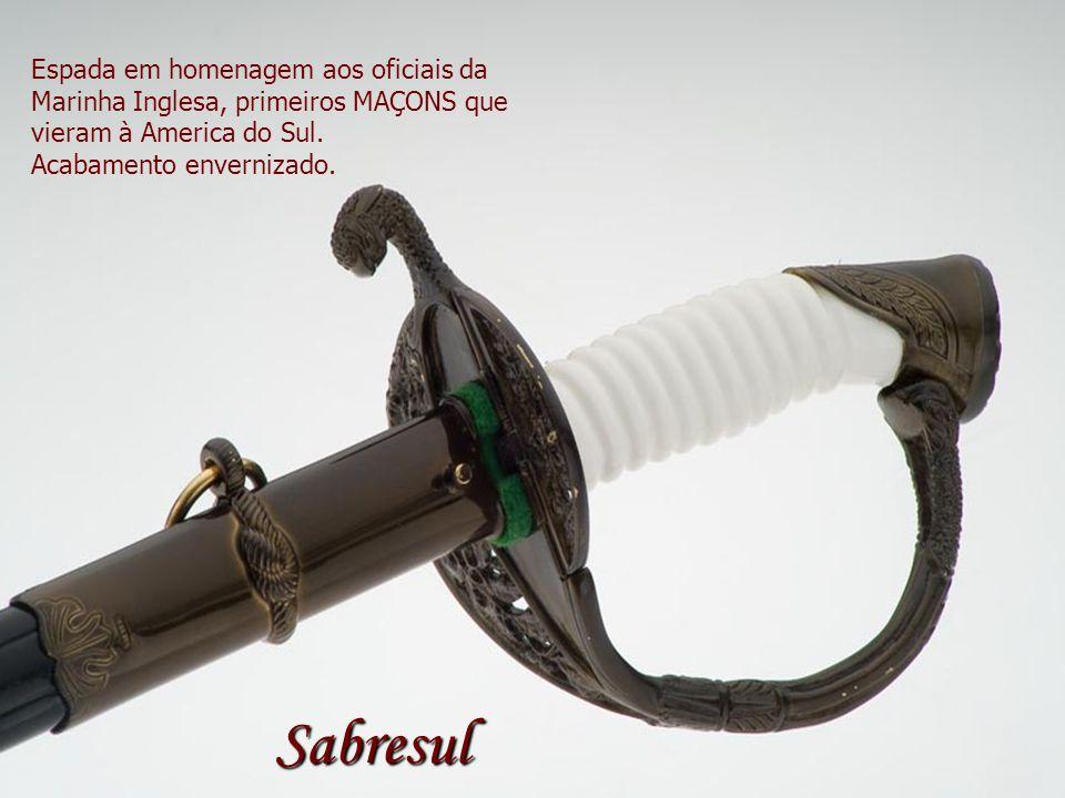 Espada em homenagem aos oficiais da Marinha Inglesa, primeiros MAÇONS que vieram à America do Sul. Acabamento envernizado. Sabresul