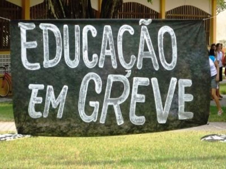 Quase dois meses de greve e, finalmente, em 13 de julho, o Secretário de Relações do Trabalho do Ministério do Planejamento, Sérgio Mendonça, apresentou proposta ao CNG/ANDES