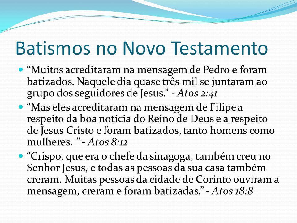 Batismos no Novo Testamento Muitos acreditaram na mensagem de Pedro e foram batizados. Naquele dia quase três mil se juntaram ao grupo dos seguidores