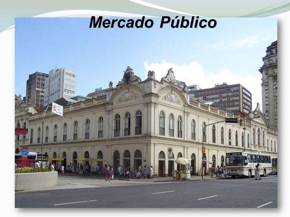 Porto alegre e uma cidade alegre todas as pessoas que vem para visitar ficam alegres e felizes pela cidade ser tão bonita.