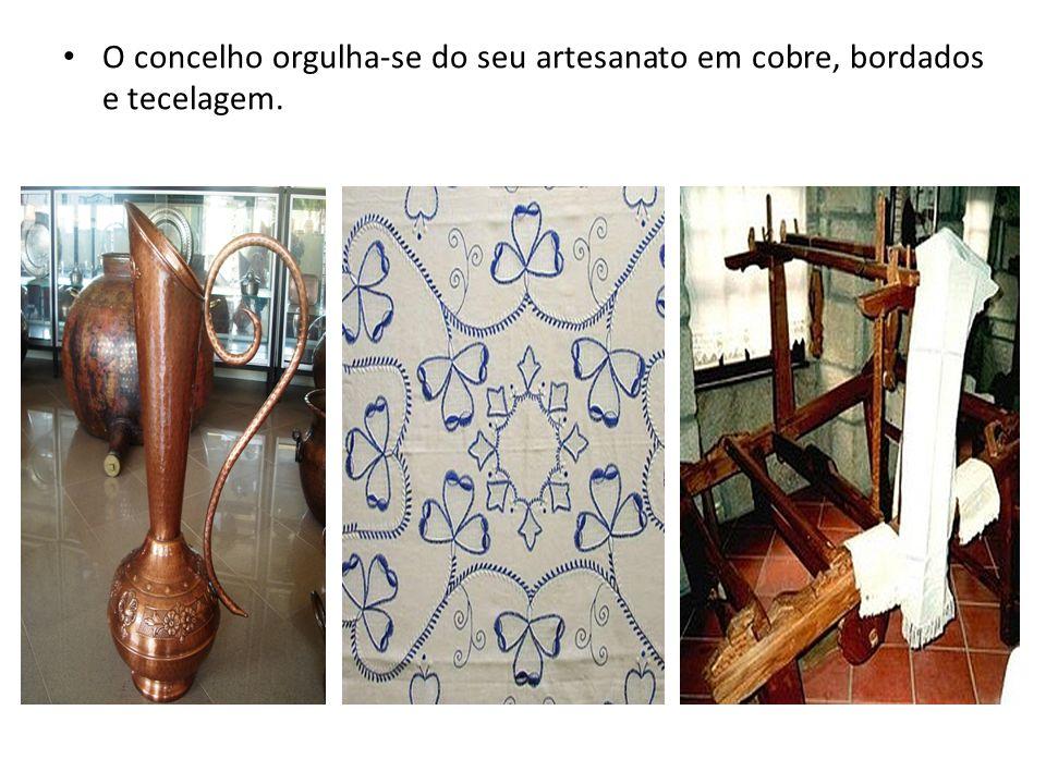 O concelho orgulha-se do seu artesanato em cobre, bordados e tecelagem.