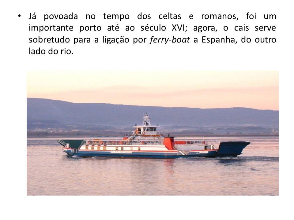 Já povoada no tempo dos celtas e romanos, foi um importante porto até ao século XVI; agora, o cais serve sobretudo para a ligação por ferry-boat a Esp