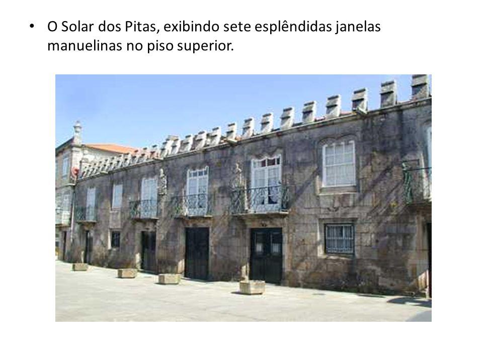 O Solar dos Pitas, exibindo sete esplêndidas janelas manuelinas no piso superior.