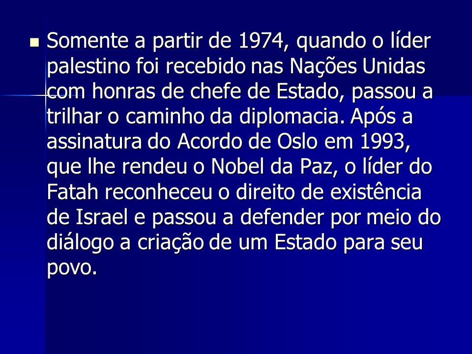 Somente a partir de 1974, quando o líder palestino foi recebido nas Nações Unidas com honras de chefe de Estado, passou a trilhar o caminho da diploma