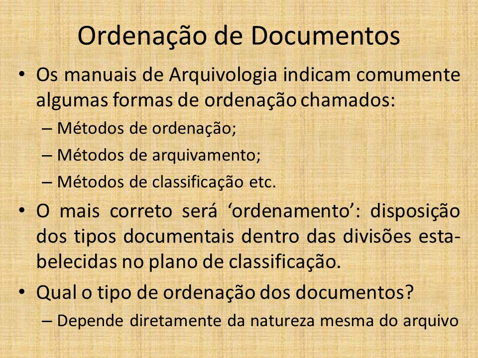 Ordenação de Documentos Os manuais de Arquivologia indicam comumente algumas formas de ordenação chamados: – Métodos de ordenação; – Métodos de arquiv
