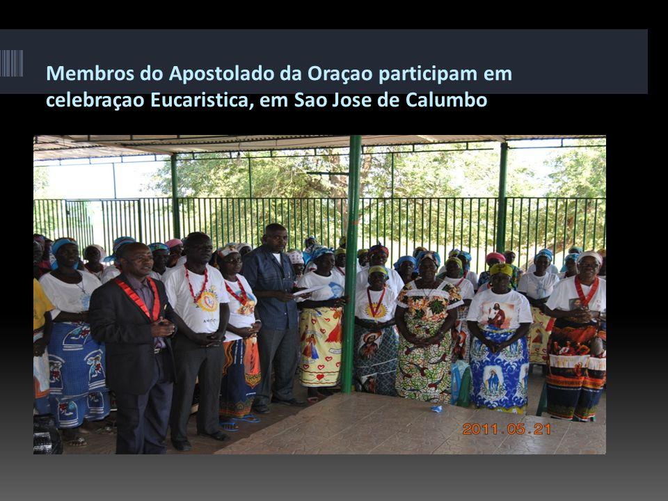 Coordenador nacional do MEJ de Angola, ladeado do Padre Correia Hilario (a esq.)
