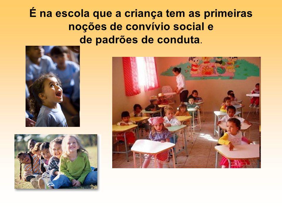 É na escola que a criança tem as primeiras noções de convívio social e de padrões de conduta.