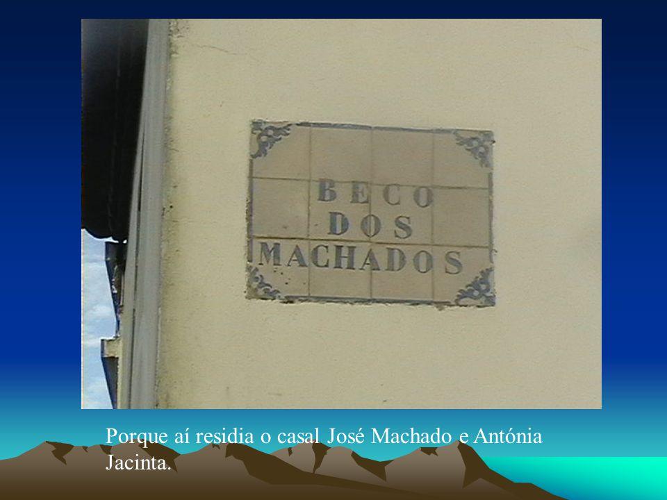 Porque aí residia o casal José Machado e Antónia Jacinta.