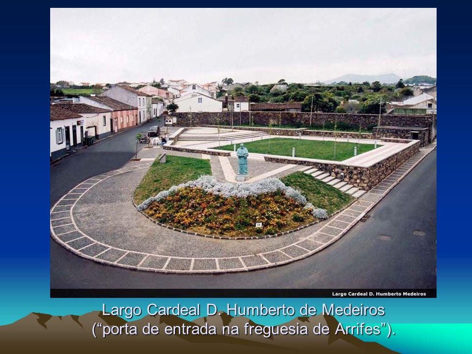Largo Cardeal D. Humberto de Medeiros (porta de entrada na freguesia de Arrifes).