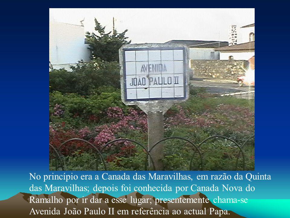 No princípio era a Canada das Maravilhas, em razão da Quinta das Maravilhas; depois foi conhecida por Canada Nova do Ramalho por ir dar a esse lugar; presentemente chama-se Avenida João Paulo II em referência ao actual Papa.