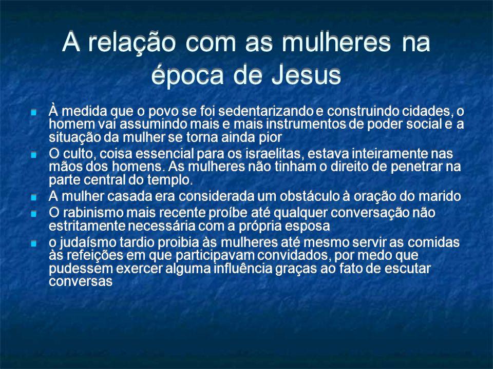 As mulheres na Igreja Primitiva Júnia chamada por Paulo apóstola ; Rm 16,1-3: Febe chamada diakonos e prostatis (coordenador), títulos que Paulo atribui a si mesmo e a ApoIo - cf.