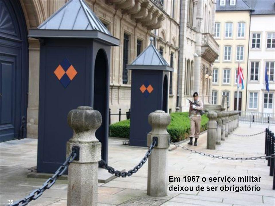 Luxembourg é membro do Benelux (Bélgica-Holanda-Luxemburgo), união das três monarquias vizinhas que mantêm uma cooperação mais estreita, sobretudo para formar uma forte entidade econômica com os países mais poderosos, visando estimular o comércio e eliminar as barreiras alfandegárias.